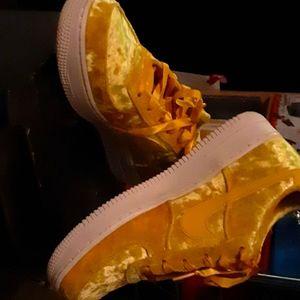 Nike yellow air force